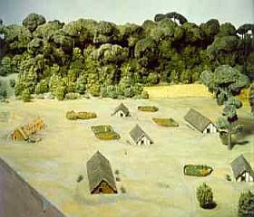 Maquette van een dorp van de eerste boeren in Nederland. Zulke dorpjes lagen op verschillende plaatsen in Zuid-Limburg tussen 5300 en 4900 voor Christus. Er woonden tientallen mensen in een paar grote boerderijen van hout, leem en riet. (Foto: Rijksmuseum van Oudheden)